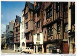 Carte Postale  37. Tours  Place Plumereau Renault 4L - Tours