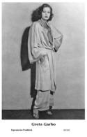 GRETA GARBO - Film Star Pin Up PHOTO POSTCARD- Publisher Swiftsure 2000 (65/105) - Postales