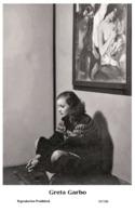 GRETA GARBO - Film Star Pin Up PHOTO POSTCARD- Publisher Swiftsure 2000 (65/106) - Postales