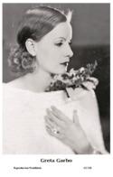 GRETA GARBO - Film Star Pin Up PHOTO POSTCARD- Publisher Swiftsure 2000 (65/108) - Postales