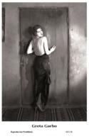 GRETA GARBO - Film Star Pin Up PHOTO POSTCARD- Publisher Swiftsure 2000 (65/114) - Postales
