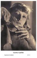 GRETA GARBO - Film Star Pin Up PHOTO POSTCARD- Publisher Swiftsure 2000 (65/115) - Postales