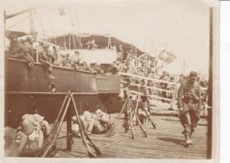 PHOTOGRAPHIE EMBARQUEMENT TROUPES COLONIALES 1912 SUR LE BATEAU ANATHOLY - Guerre, Militaire