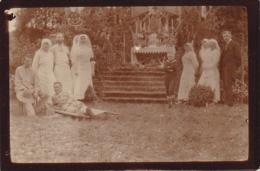 PHOTOGRAPHIE HOPITAL MILITAIRE 1914 /1918 INFIRMIERES ET BLESSES DEVANT HOTEL - War, Military