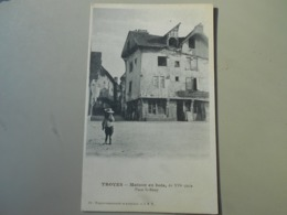 AUBE TROYES MAISON EN BOIS DU XVIe SIECLE PLACE ST REMY - Troyes