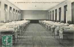 CPA 49 Maine Et Loire Angers Ecole Primaire Supérieure Un Dortoir - Angers