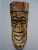 Masque Ancien En Corne Sculptée, Jolie Patine, Origine à Déterminer (Afrique) - Archéologie