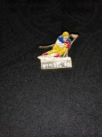 Pin's Meribel 92 - Fabriquant Martineau France - Wintersport