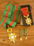 """Grande Croix D'or """"courage, Dévouement, Mérite"""" Arts Lettres Sciences Et Sports"""" + Médaille Officier, 2 Minis Médailles - Francia"""