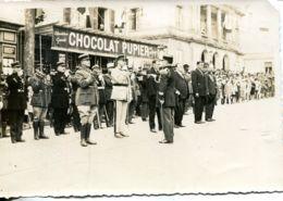 N°76686 -photo Cérémonie Militaire à Saintes -magasin Chololat Pupier- - Saintes