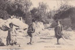 BOU-SAADA 013 Laveuses Dans L'Oued    (5J) - Professions