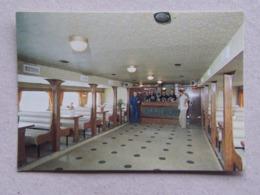 17 L' ÎLIENNE Croisières Inter-Îles R.D.P.E. La Rochelle Tranche Ré Oléron L'équipage à La Salle De Restaurant - Ferries