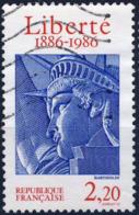 2421 STATUE De La LIBERTE  OBLITERE ANNEE 1986 - Frankreich