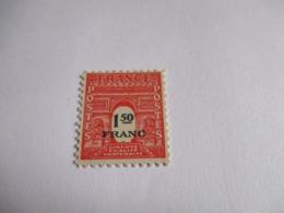 Timbre 1,50 Francs Arc De Triomphe De Paris 1945. Y & T N°708.Neuf. - Unused Stamps