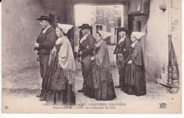 L120C_140 - Coutumes, Moeurs Et Costumes Bretons - 70 Habitants De LEON En Costumes De Fête - Unclassified
