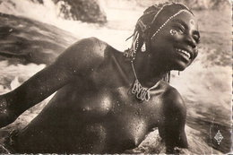 CARTE REGION DE MOBAYE OUBANGUI YAKOYE AU BAIN FEMME AFRICAINE AFRIQUE COIFFURE TRIBALE CONGO CENTRAFRIQUE - Centraal-Afrikaanse Republiek