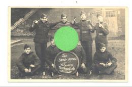 """Photo Carte - Armée Belge  """" Les Sans-soucis """" Classe 1926 - Bière , Groupe De Militaire, Soldat...(b269) - Militaria"""