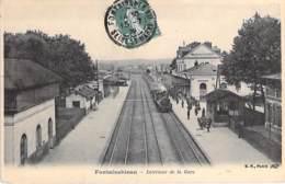 GARE Avec TRAIN - 77 - FONTAINEBLEAU : Intérieur De La Gare ( Train à Vapeur En Gare ) CPA - Seine Et Marne - Stazioni Con Treni