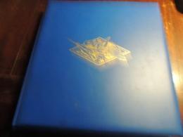 TRES BEL ALBUM  DE TIMBRES DE FRANCE  DOCUMENTE  AVEC TIMBRES NEUFS SANS CHARNIERES  DDE 1945 A 1984  PARFAIT ETAT - Sammlungen