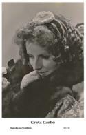 GRETA GARBO - Film Star Pin Up PHOTO POSTCARD- Publisher Swiftsure 2000 (65/116) - Postales