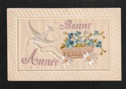 """Bonne Année  """" Carte Brodée """"  Attelage De Colombe  -1 MICRO DEFAUT Au Dos Angle Sinon  Très Très Bon état - Y Gi 525 - Año Nuevo"""
