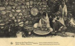 Missions Des Pères Blancs Kabymie Femme Indigène Preparant Le Couscous  RV - Algérie