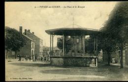 FG712 VIVIER AU COURT - LA PLACE ET LE KIOSQUE  ( FELDPOST ) - Francia