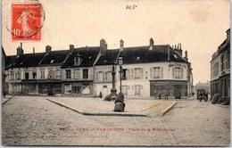 02 FERE EN TARDENOIS - Place De La République. - Mecklenbourg-Strelitz