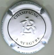 CAPSULE-CHAMPAGNE BERGERE A N°17a Estampée, Blanc Et Noir - Sonstige