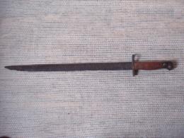 UNE ANCIENNE BAIONNETTE - Armes Blanches
