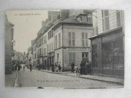 ARPAJON - Grande Rue Du Côté De L'hôtel De Ville (très Animée) - Arpajon