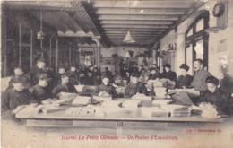 AVIT18-  JOURNAL LA PETITE GIRONDE UN ATELIER D'EXPEDITION     CPA  ANIMEE - France