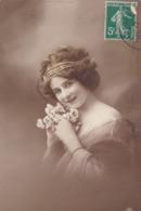 CARTE FANTAISIE. CPA COLORISATION FINE. FEMME ET DIADÈME. ANNEE 1913 + TEXTE - Femmes