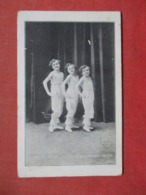 Young Girls Tully Prov  R.I.    Ref 3723 - Postcards