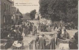 35 Combourg La Place Du Château Un Jour De Marché  -s47 - Combourg