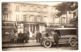 CROIX ROUGE - CARTE PHOTO D' Une Institution (Maison Bruneth?) - PENSION - VEHICULE ET PERSONNEL De La CROIX ROUGE - Croce Rossa