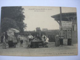 CPA Clichy Sous Bois. A La Limite. Animation. Vendeur De Cartes Postales... - Clichy Sous Bois