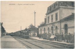 ANCENIS - Express Arrivant En Gare - Ancenis