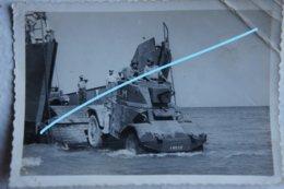 Photo AMD PANHARD 178 On Navy Landing Craft Travexin Barge De Débarquement Tank Char Français Automitrailleuse Panzer - Guerre, Militaire