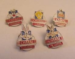 Lot De 5 Pin's Charal : Daffy Duck, Titi & Grosminet, Bugs Bunny, Vil Coyote - Levensmiddelen