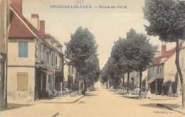 58 - POUGUES Les EAUX - Route De Paris - Jolie CPA Colorisée Village (2.400 Habitants)  Nièvre - Pougues Les Eaux
