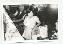 Girl At The Table E991-268 - Persone Anonimi