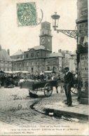 CHARLEVILLE. Coin De La Place Ducale Prise Un Jour De Marché - Charleville