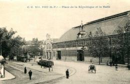PAU  =  Place De La République Et La Halle    1067 - Pau