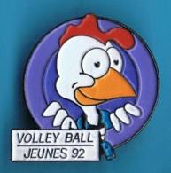 PIN'S //  ** VOLLEY BALL / JEUNES / 92 ** . (Ø 2,8 Cm) - Voleibol
