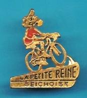 PIN'S //   ** LA PETITE REINE SEICHOISE ** . (R D) - Cycling