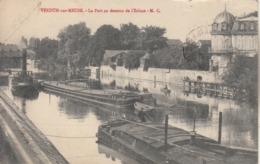 Péniches  Dans Le Port  De VERDUN Sur MEUSE - Pétroliers