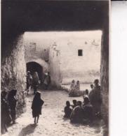 TUNISIE TOZEUR Ambiance De Rue 1923 Photo Amateur Format Environ 7,5 Cm X 5,5 Cm Tirage Années '30 - Lugares