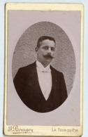 Homme Man  XIX CDV Joseph BOURGEY La Tour Du Pin Moustache Mustache Ovale Bombée Portrait - Fotos