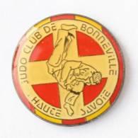 Pin's BONNEVILLE (74) - JUDO CLUB DE HAUTE SAVOIE - Judoka En Randori - I752 - Judo